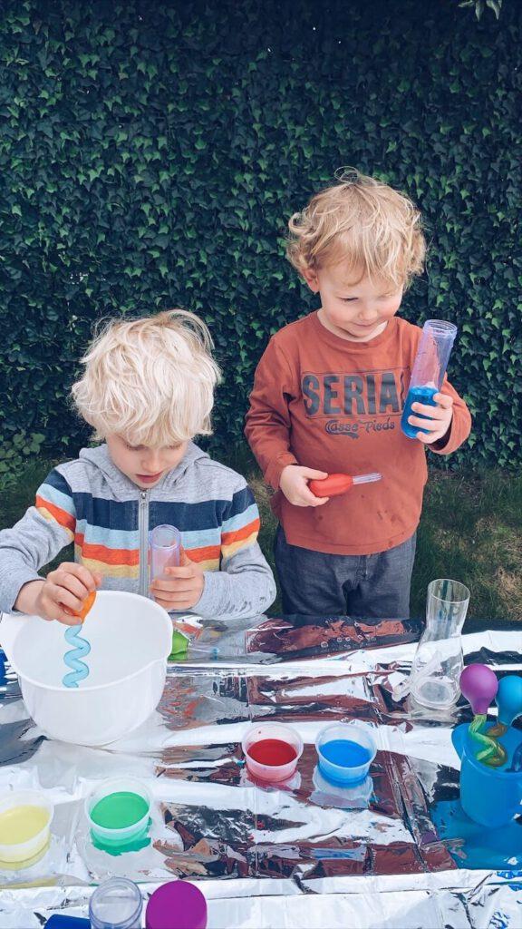 CA5BF73D B99F 4098 9295 D89710E45464 576x1024 - Maak van je kind een echte wetenschapper en bouw een wetenschapslab thuis