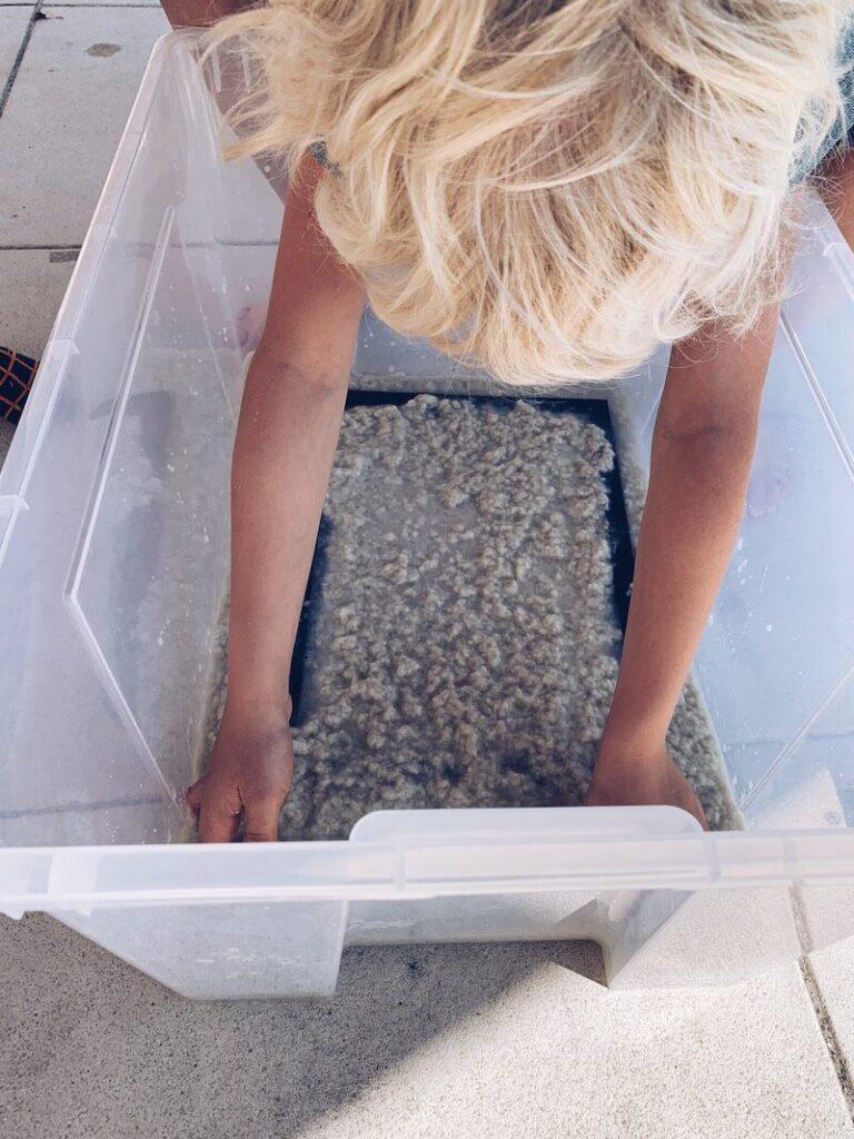 55113EC6 3878 494F 80E7 259BA7ACA02F 768x1024 - DIY // Zelf papier maken met zaadjes of bloemen erin!