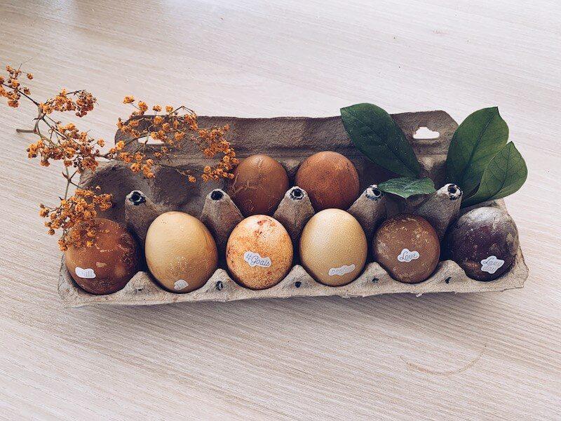 62E9421F BA53 4E7D 849A 2DAA6283B9E9 - Eieren met natuurlijke ingrediënten kleuren