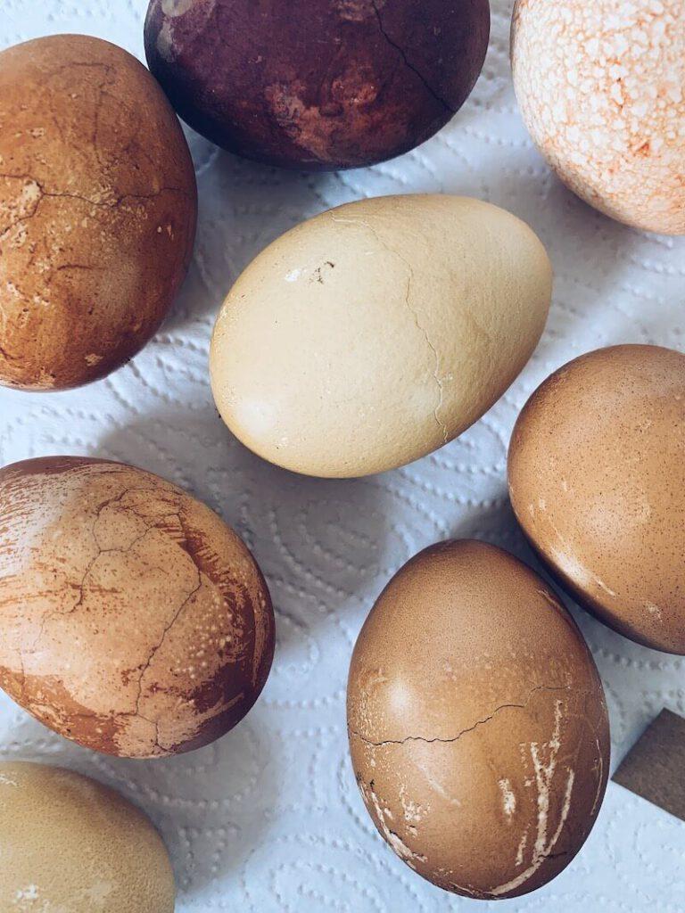 C24D49AA F1D9 4DF2 AF82 18242CBFAEDC 768x1024 - Eieren met natuurlijke ingrediënten kleuren
