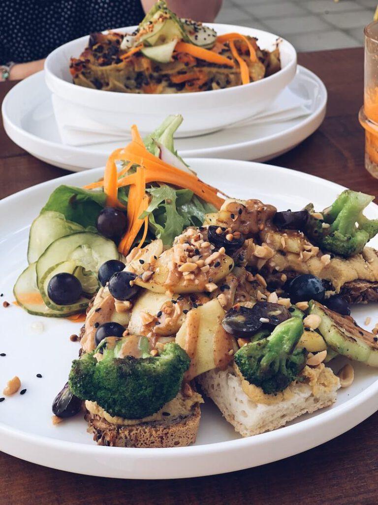 350D604B 7330 4866 B7FA 77294D84E5DB C70F0BDA 54C6 4187 9F0E 1EA40E5E85ED 768x1024 - CIRCUS, een veggie en vegan kindvriendelijk restaurant in hartje Antwerpen!