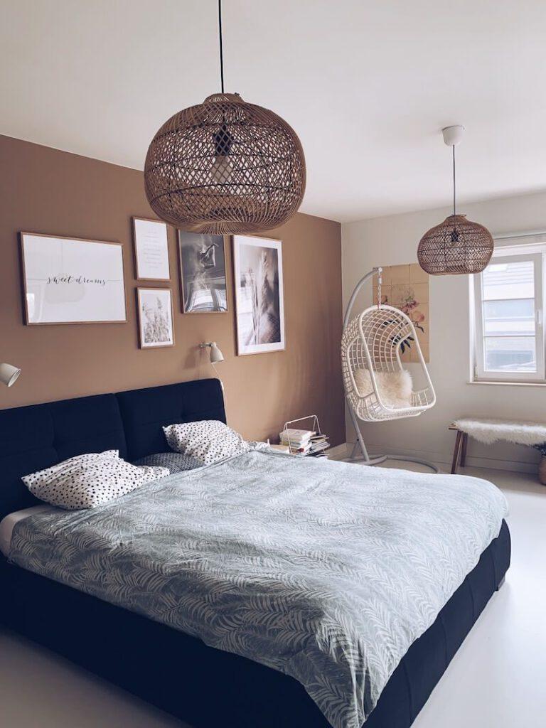 529FB395 C9D1 4154 9B8D 442F49EC366F 7B17621E ACC2 40B3 AC89 5DA205A4B616 768x1024 - Onze slaapkamer met natuurlijke kleuren: een instant Hygge gevoel!