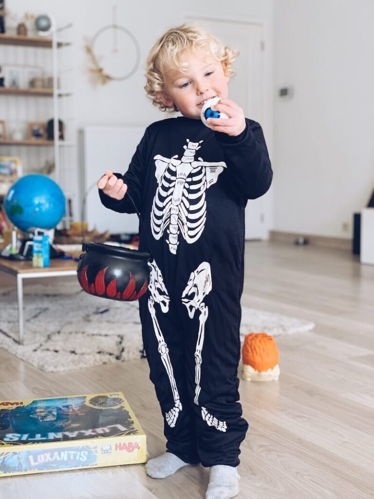 E5B55121 87A7 4164 ABC3 FF89D8F7E32C 45C9CE70 58E2 473D 9C04 D3395796AAED 2 768x1024 - Leuke Halloween activiteiten en uitstappen met kinderen