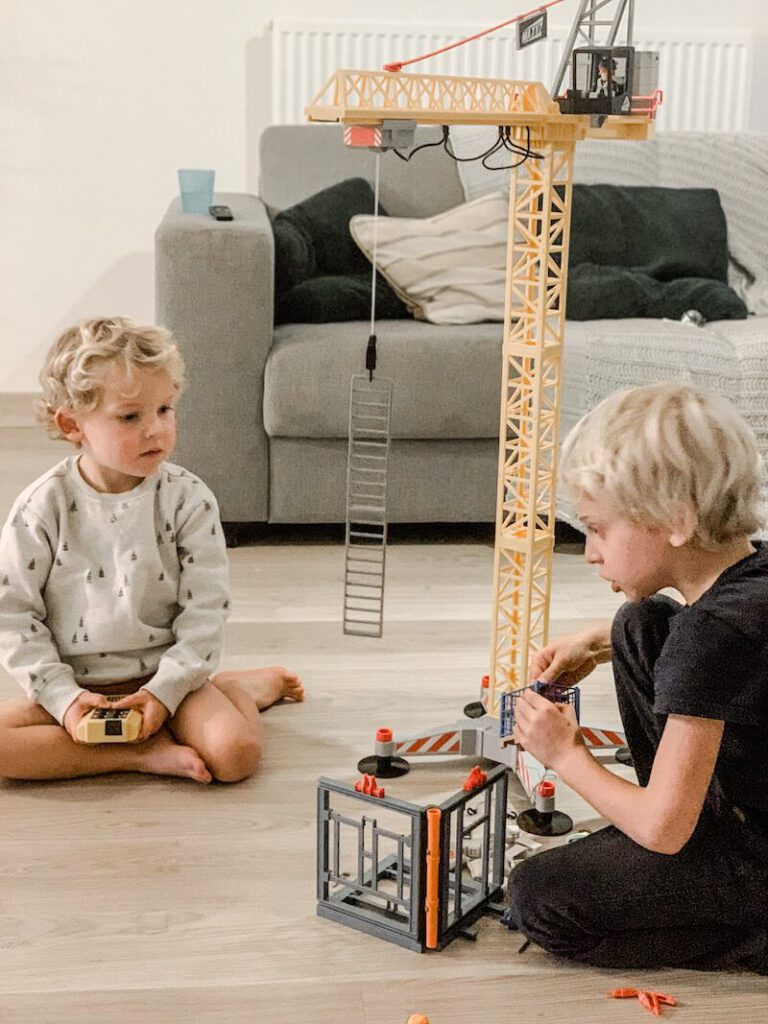 IMG 1604 2 768x1024 - Het favoriete speelgoed van Vince en Lex + WIN de kraan van Playmobil!
