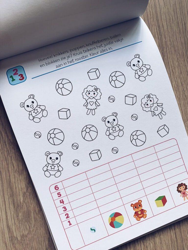 IMG 5673 768x1024 - Al spelend leren met deze stickerboeken en de 'ik denk' boeken