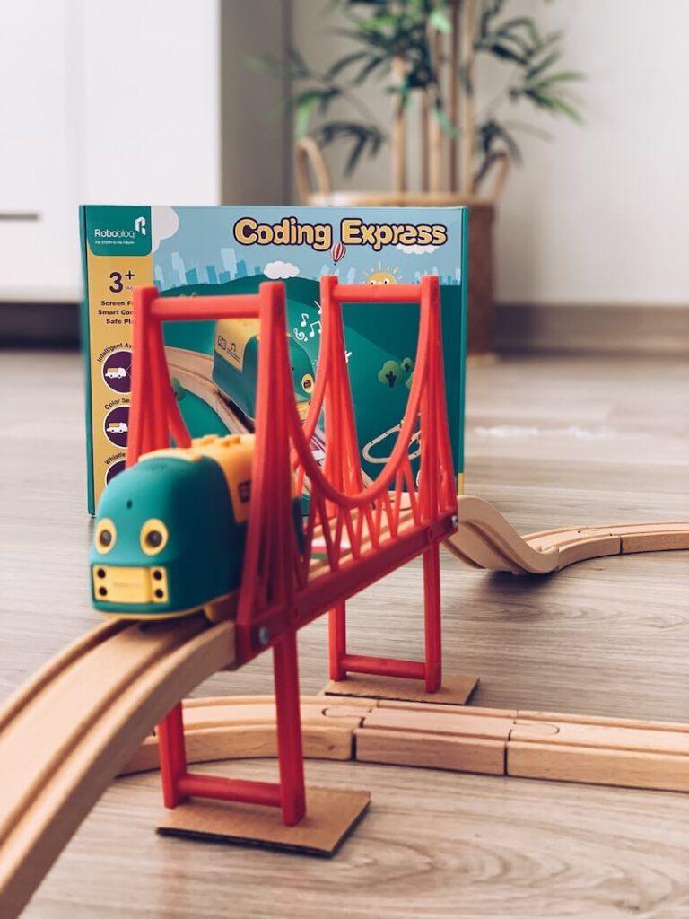 FullSizeRender 23 768x1024 - Coding Express van Robobloq combineert treinsporen met coderen voor kinderen vanaf 3 jaar & WIN