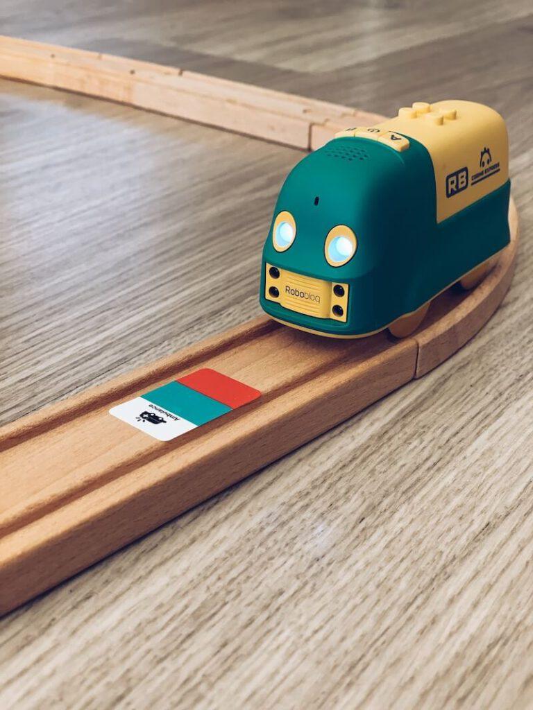 IMG 6417 768x1024 - Coding Express van Robobloq combineert treinsporen met coderen voor kinderen vanaf 3 jaar & WIN