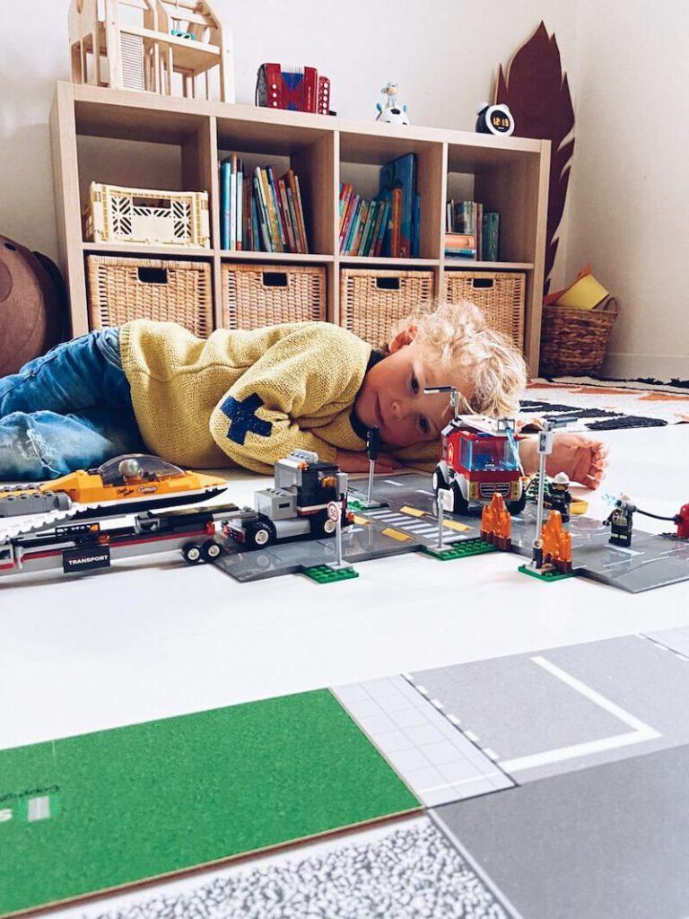 a2ed1c5a 65f7 4714 aad7 4a69657218bb 768x1024 - Waarom Lego heel educatief is en wij fan zijn!