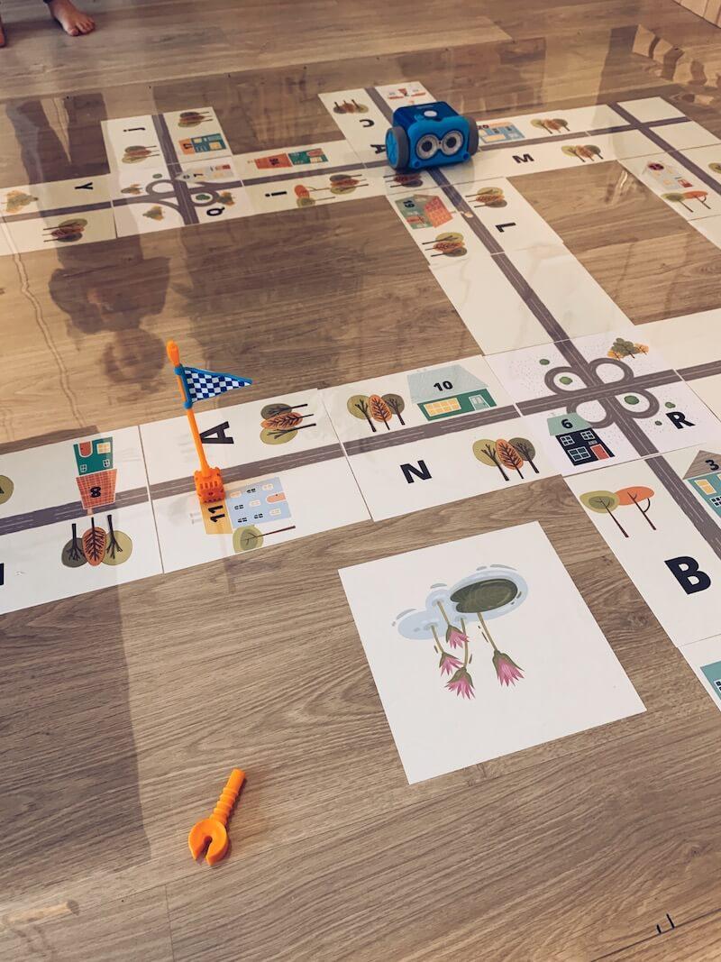 IMG 6521 - Letters, cijfers en kleuren oefenen met de Bee-Bot + gratis printable!!!