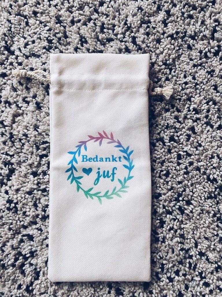 8e7bd589 60a5 4541 9b2a 01afbb77e013 768x1024 - Zelf cadeautjes maken voor juffen en meesters met de Cricut