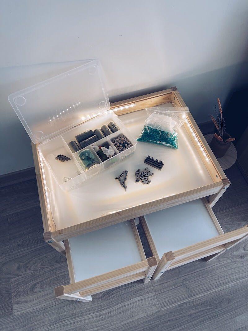 IMG 5700 - DIY / Een lichttafel en sensory bak in één